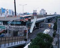 阪神大震災被災地の阪神高速 02022030695| 写真素材・ストックフォト・画像・イラスト素材|アマナイメージズ