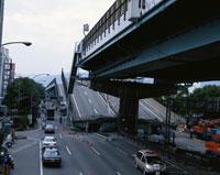 阪神大震災被災地となった阪神高速