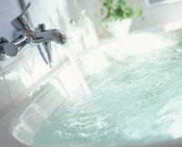 浴槽と蛇口