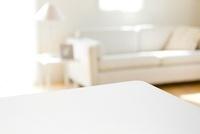 リビングとテーブル 02022349395| 写真素材・ストックフォト・画像・イラスト素材|アマナイメージズ