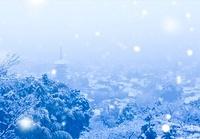 雪降る京都市遠景 02022349465| 写真素材・ストックフォト・画像・イラスト素材|アマナイメージズ