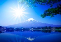 夏の富士山に太陽
