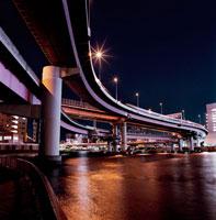 夜の首都高速道路