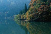 晩秋の只見川の風景 10月 柳津町 福島県