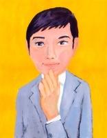 グレーのスーツを着て顎に手をやり考える若手ビジネスマン