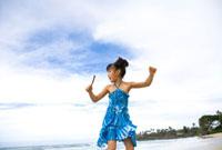 海で遊ぶ女の子