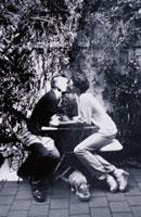 キスする外国人カップル(B/W) 02137010015| 写真素材・ストックフォト・画像・イラスト素材|アマナイメージズ