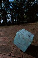 石畳と神秘的な立方体 合成 東京都