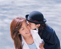 入学式での日本人の母と息子