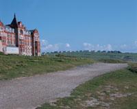 レンガ造りの建物と小道 ライズエンド イギリス