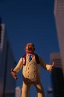 スーツの男性の人形