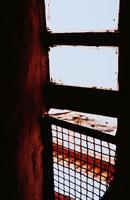 窓の鉄格子 イタリア 02184010029| 写真素材・ストックフォト・画像・イラスト素材|アマナイメージズ