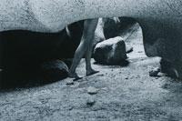 洞窟の中の足 B/W バハカリフォルニア州 メキシコ