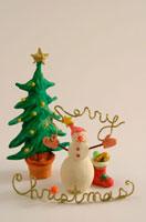 クリスマスイメージ  雪だるまとツリー