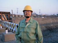 工事現場の日本人の男性作業員