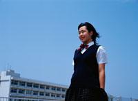 制服を着た日本人の女子高生