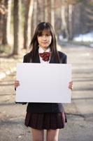 ホワイトボードを持つ女子高生