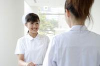 日本人女性看護師