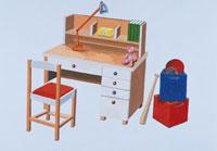 子供部屋の机 イラスト