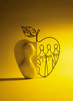 リンゴと人のオブジェ