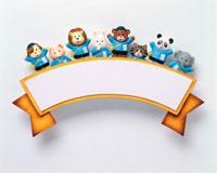 リボンのボードに乗った動物の園児たち