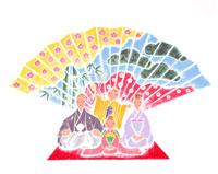 松竹梅の扇を背景に着物姿の両親と子供