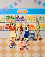 スーパーマーケットで買い物をする6人家族