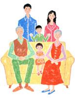 ソファでくつろぐ3世帯の6人家族