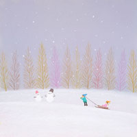 そりで遊ぶ子供雪だるまが2つ 02237004176  写真素材・ストックフォト・画像・イラスト素材 アマナイメージズ