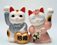 燕尾服とドレスのウェディング招き猫幸福