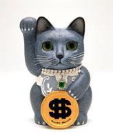 ドルを持ったロシアンブルー招き猫