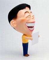 メッセージボードを差し出す笑顔の男性