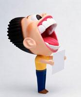 メッセージボードを差し出す笑顔の叫ぶ男性