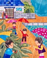 アマガエルを見ている傘をさした子供達