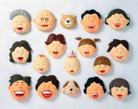 立体 老若男女が笑っている顔 02237006733| 写真素材・ストックフォト・画像・イラスト素材|アマナイメージズ