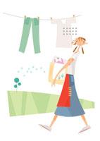 庭で洗濯物を干す女性一人手にカゴ 02237008049| 写真素材・ストックフォト・画像・イラスト素材|アマナイメージズ