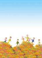 元気に秋の山をハイキングする家族 02237010528  写真素材・ストックフォト・画像・イラスト素材 アマナイメージズ