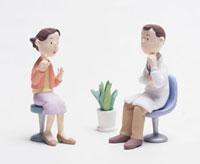問診中のドクターと女性患者