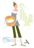 掃除機と洗濯物を干そうとするエプロンの主婦 02237012825| 写真素材・ストックフォト・画像・イラスト素材|アマナイメージズ