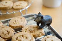 クッキーと子グマ クラフト 02240000015| 写真素材・ストックフォト・画像・イラスト素材|アマナイメージズ