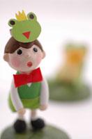 カエルのおゆうぎ  クラフト 02240000026| 写真素材・ストックフォト・画像・イラスト素材|アマナイメージズ