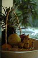 果物とバスケット