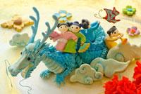 辰と人形のクラフト 02240000102| 写真素材・ストックフォト・画像・イラスト素材|アマナイメージズ