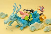 辰と人形のクラフト 02240000104| 写真素材・ストックフォト・画像・イラスト素材|アマナイメージズ