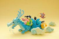 辰と人形のクラフト 02240000106| 写真素材・ストックフォト・画像・イラスト素材|アマナイメージズ