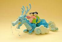 辰と人形のクラフト 02240000111| 写真素材・ストックフォト・画像・イラスト素材|アマナイメージズ
