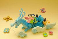 辰と人形のクラフト 02240000112| 写真素材・ストックフォト・画像・イラスト素材|アマナイメージズ