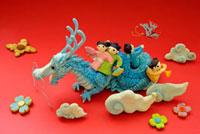 辰と人形のクラフト 02240000115| 写真素材・ストックフォト・画像・イラスト素材|アマナイメージズ
