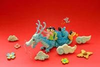 辰と人形のクラフト 02240000117| 写真素材・ストックフォト・画像・イラスト素材|アマナイメージズ
