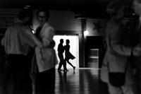 ダンスするカップルたち